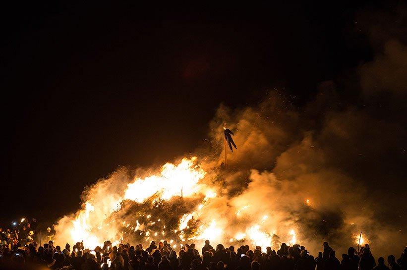 Großes Feuer bei der Biike auf Sylt