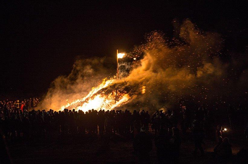 Feuer in List bei der Biike auf Sylt