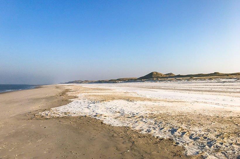 Sylt im Februar mit Schnee am Strand