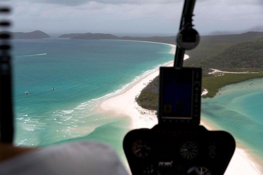 Aus dem Hubschrauber Cockpit Whitehaven Beach