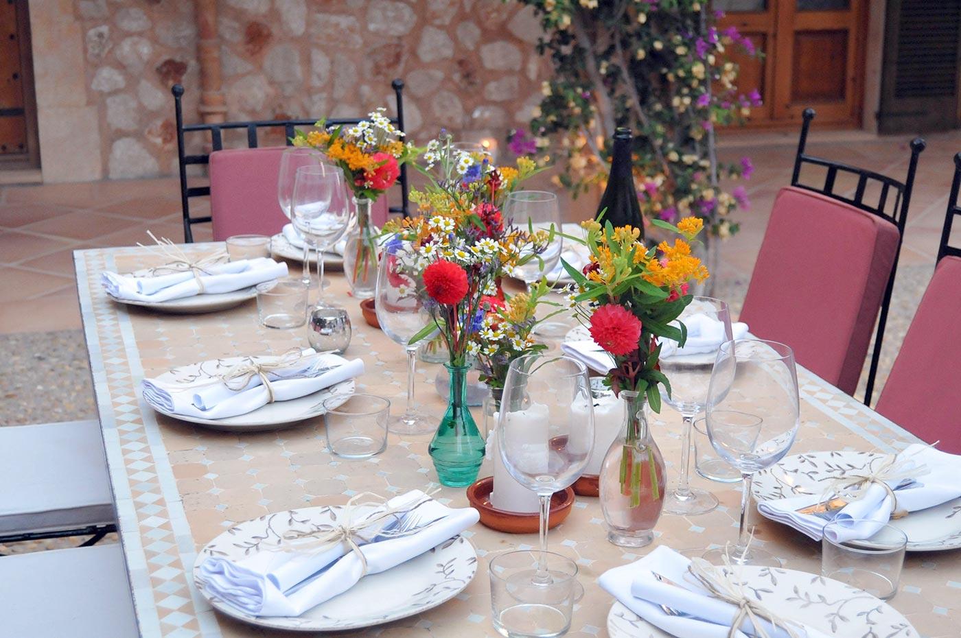 Gedeckter Hochzeitstisch in der Finca