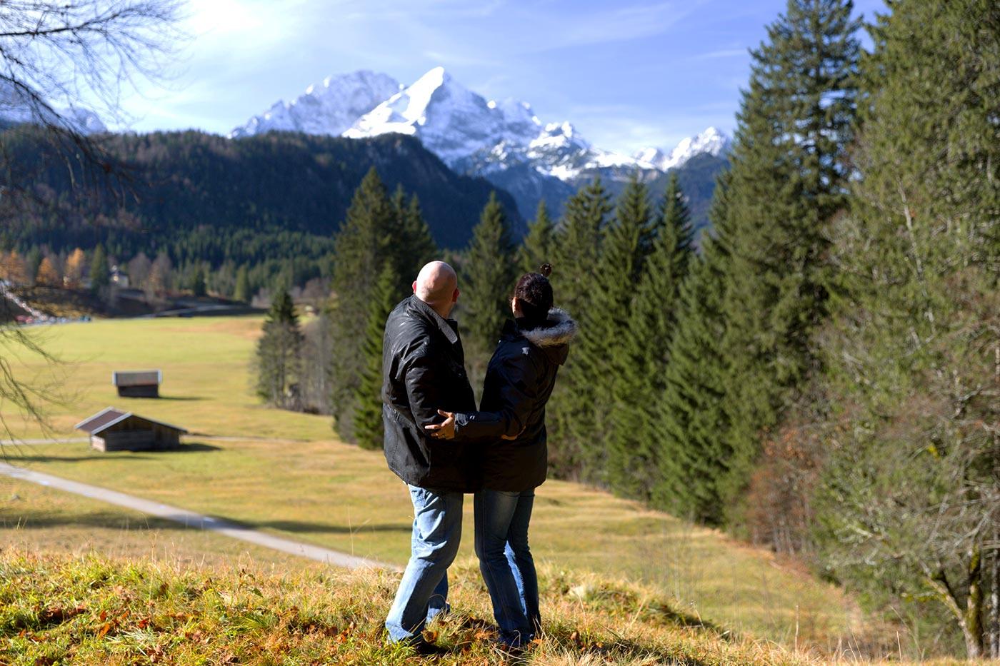 Blick auf Wetterstein-Gebirge am Schloss Elmau.