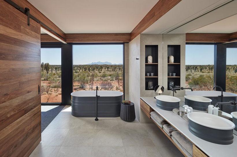 Luxuszelt mit Badewanne und Blick