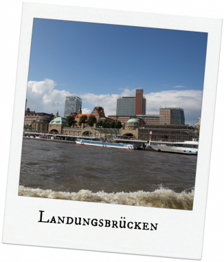 Landungsbrücken Hamburg vom Wasser aus