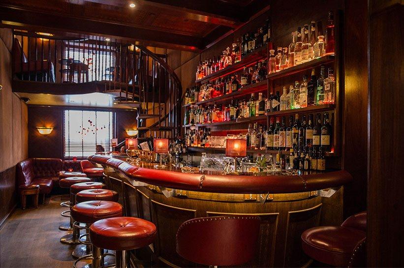 Bar im Vier Jahreszeiten Hamburg