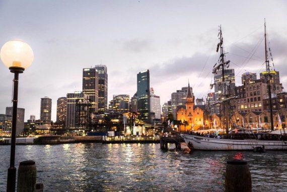 Sehnsucht nach Australien Sydney Der Hafen am Abend.