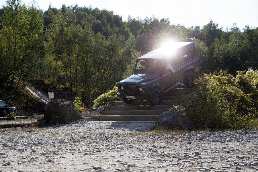 Treppen fahren Land Rover