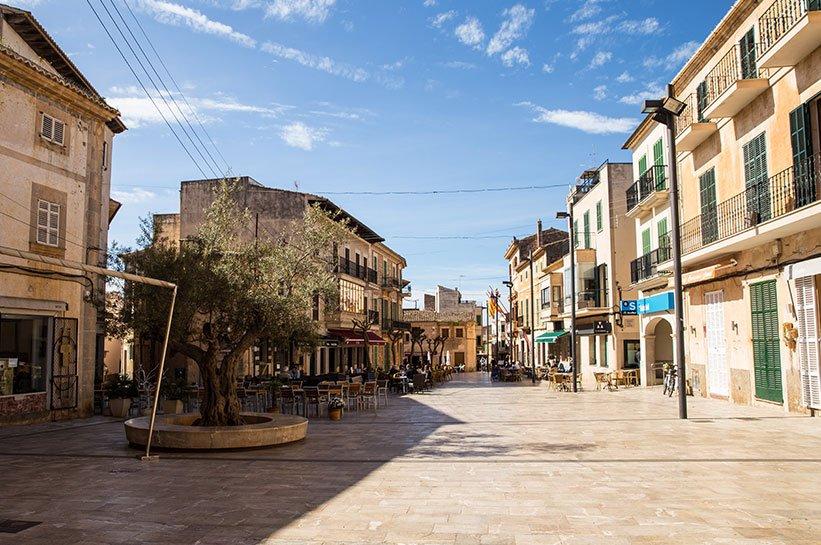 Mallorca im Frühjahr Placa Major Santanyi