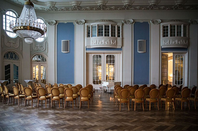 Ein Ballsaal An Der Ostsee Grand Hotel Travemunde