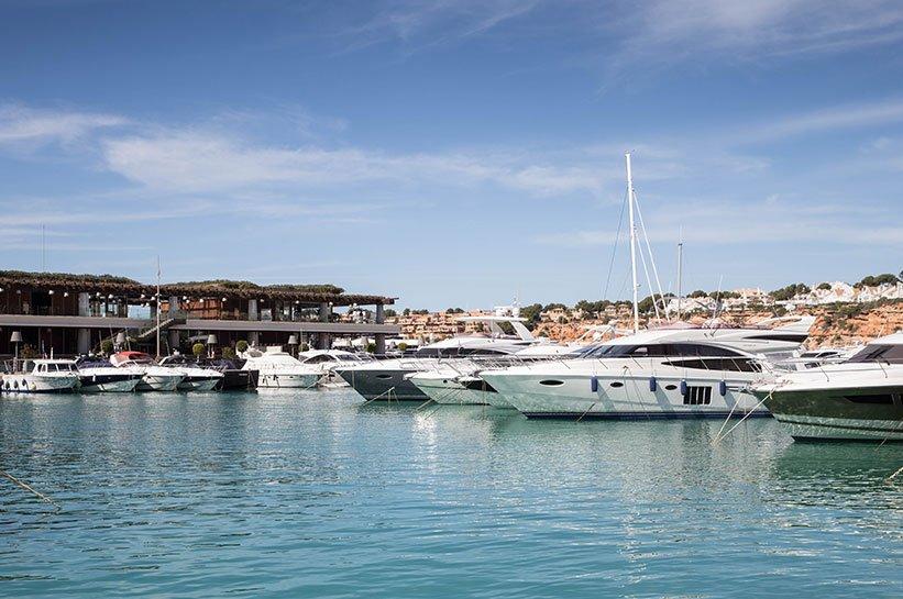 Ausflusgtipp Luxusyacht Hafen Port Adriano