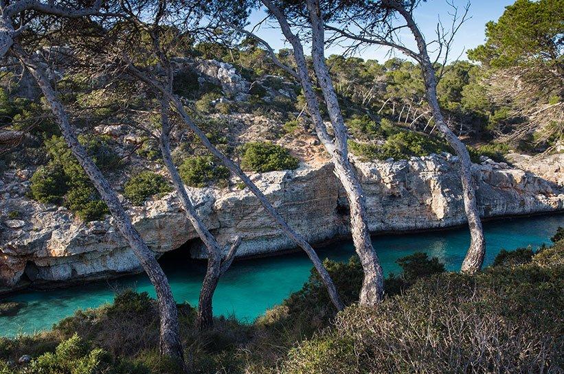 Blick auf türkisfarbenes Wasser- Karibikfeeling auf Mallorca