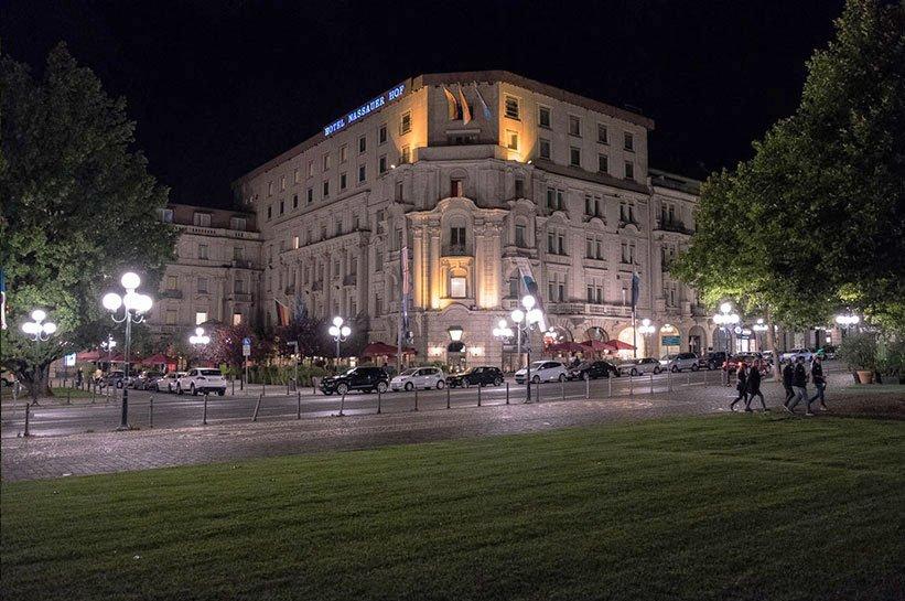 Wiesbaden bestes Hotel bei Nacht