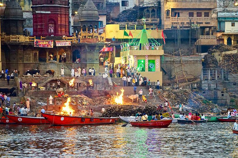 Verbrennung der Toten in Varanasi