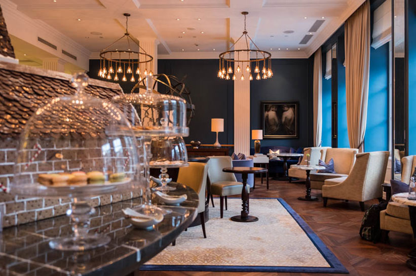 Winter in Amsterdam in der Lounge im Waldorf Astoria