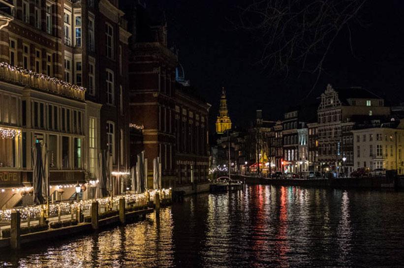 Amsterdam im Dezember Lichter und Grachten