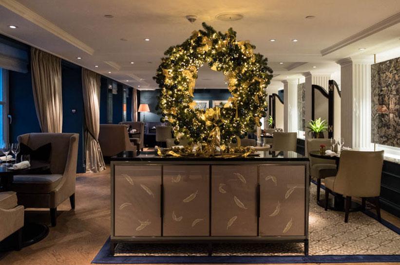 Weihnachtliche Dekoration im Waldorf Astoria Amsterdam