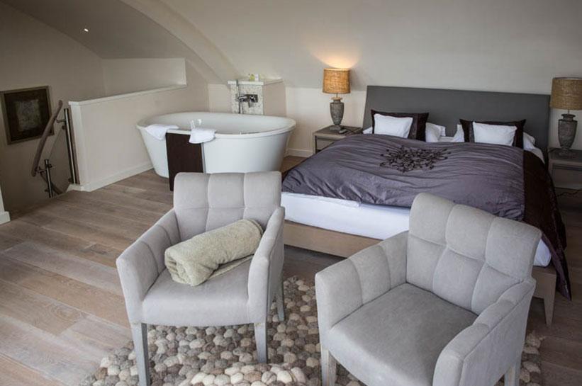Hotel in List am Strand - Zimmer mit freistehender Badewanne.
