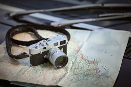 Leica M Analog auf Reisekarte