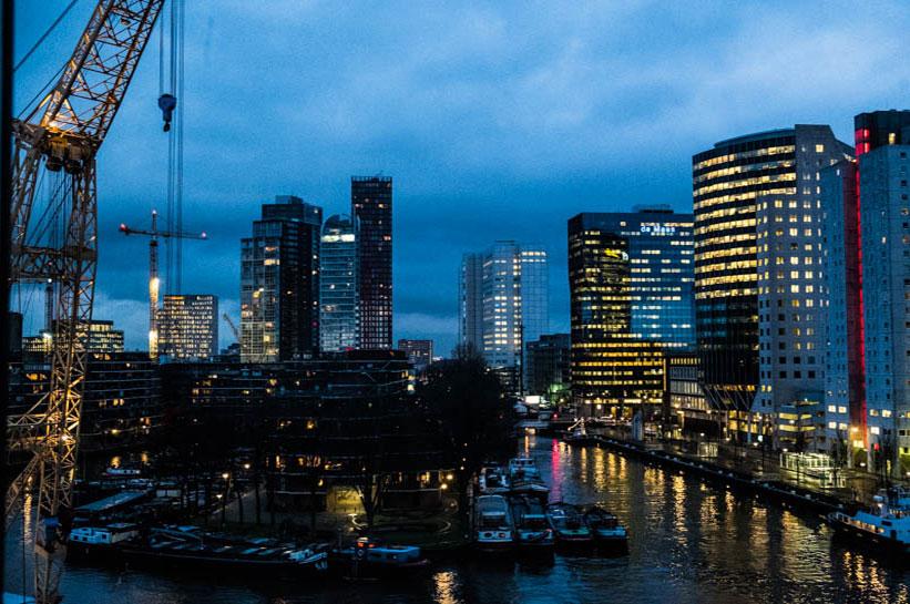 Rotterdam Sehenswürdigkeiten: Hafen bei Nacht