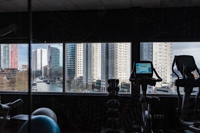 Hotel Rotterdam Fitnessraum mit Blick
