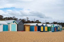 Beach Boxes am Strand auf der Mornington Peninsula