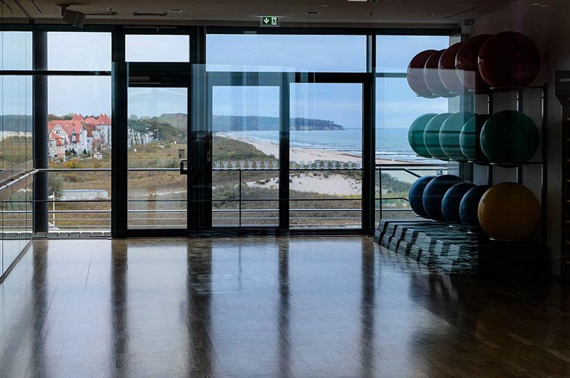 Hotel Neptun Warnemünde Fitness mit Blick aufs Meer