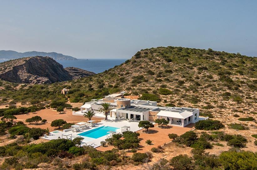 Tagomago von oben: Villa und Pool