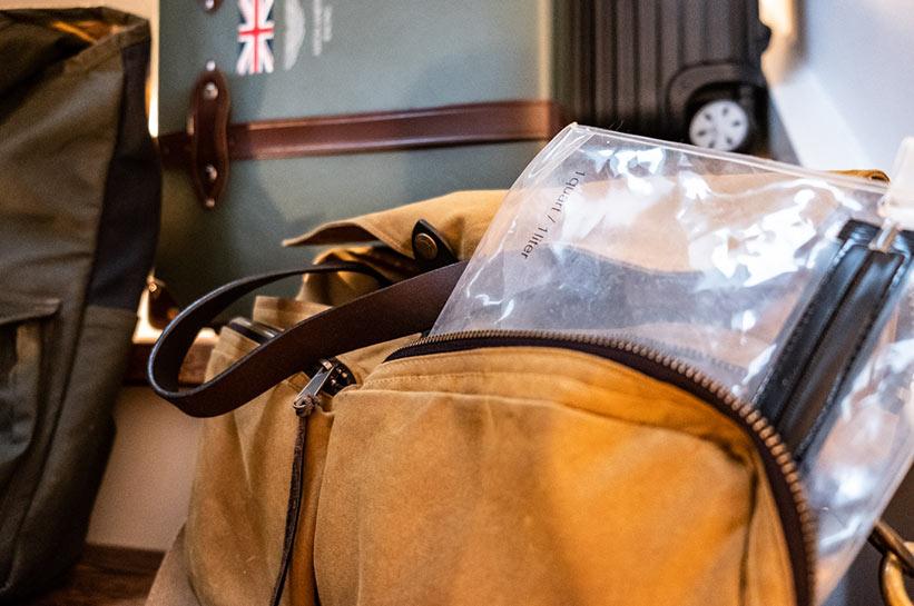 Koffer Beutel Flüssigkeiten