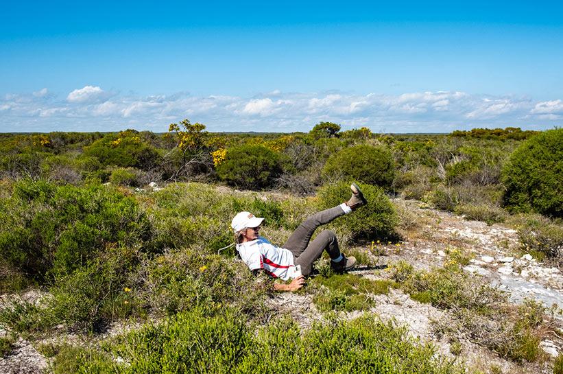 Kassandra im Busch auf Emu Suche