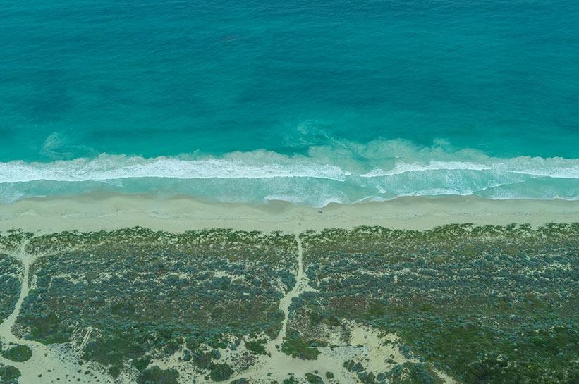 Flug Richtung Pinnacles entlang der Küste Westaustraliens