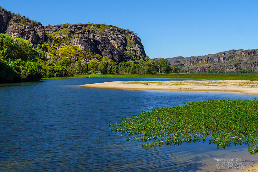 Outback Australien Arnhemland See mit Felsen