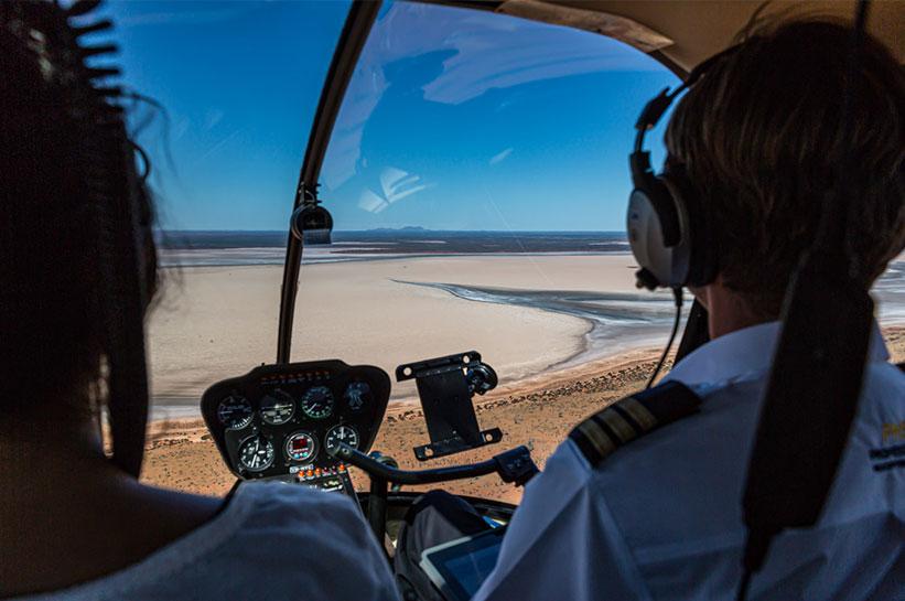 Mit dem helikopter über das Outback Australien