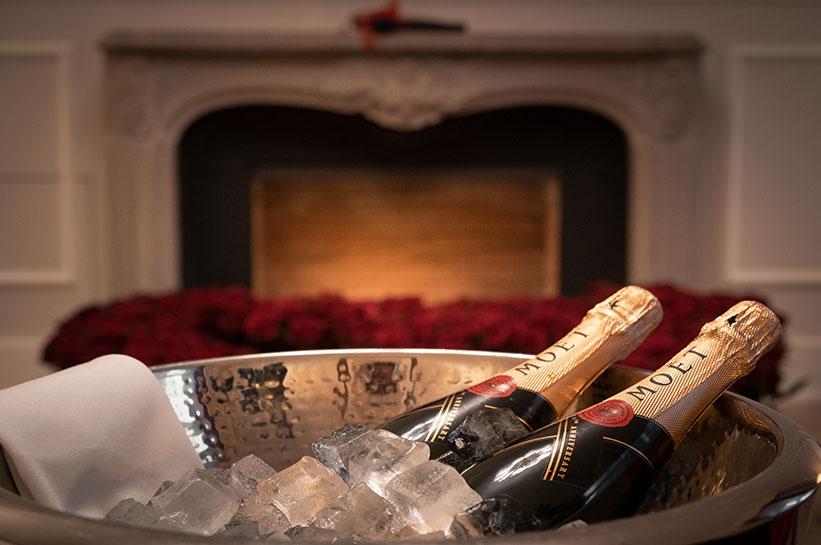 Champagner und Rosen im Hotelzimmer Hamburg
