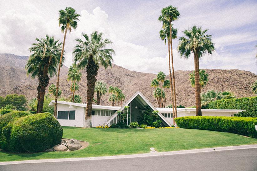 Palm Springs 48 Stunden Landschaft Berge, Palmen und Häuser