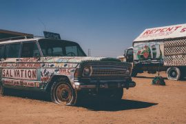 Salvation-Mountain-Kunst Auto