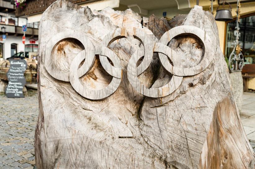Olympia Garmisch Partenkirchen Ringe in Holz